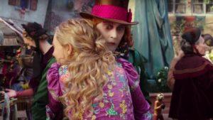 alice-attraverso-lo-specchio-abbraccio