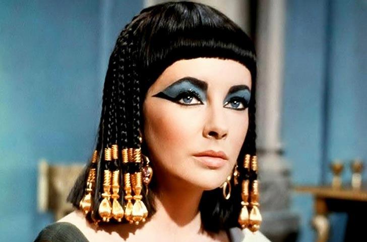 Elizabeth Taylor nel film Cleopatra del 1963