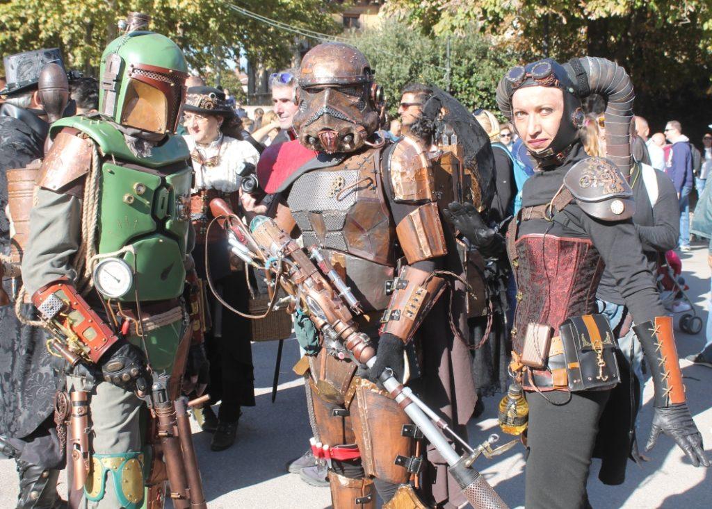Tre cosplayer del gruppo Steampunk Italia rielaborano i costumi di Star Wars