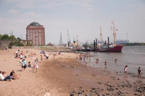 La Elbstrand di Amburgo, la spiaggia sul fiume