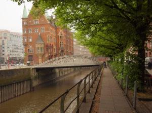 Uno dei ponti di Amburgo. Infatti è la città con più ponti in Europa: sono 2479