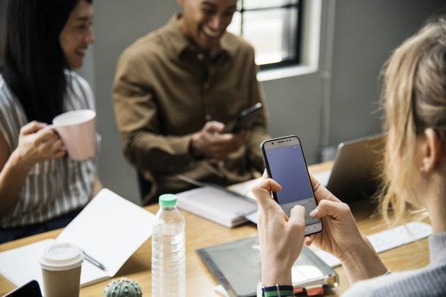 Iperconnessione quotidiana: dal lavoro, alla scuola, università e privato