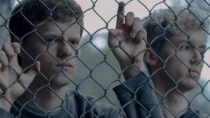 Lucas Hedges interpreta il protagonista Jared Eamons, un ragazzo prigioniero in molti sensi