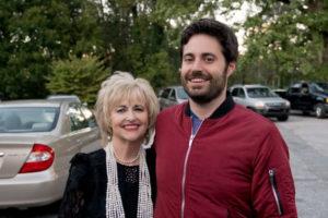 Garrard Conley, giornalista e scrittore di Boy Erased, e sua madre. Alla loro storia è ispirato il film di Joel Edgerton