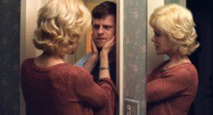 All'inizio si stenta a riconoscere la Kidman sotto un trucco da Dolly Parton ultracattolica