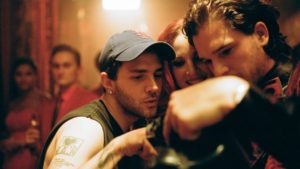 Da sinistra, Xavier Dolan analizza il girato insieme a Jessica Chastain, il cui ruolo è stato tagliato dalla pellicola, e a Kit Harington