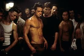 Questa immagine di Brad Pitt/Tyler Durden durante un combattimento è entrata nell'immaginario collettivo