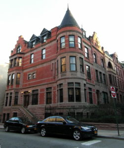 La casa utilizzata da Wes Anderson per i Tenenbaum; si trova al 339 Covent Avenue, New York,