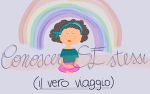 Il racconto su conoscere se stessi viene rappresentato da una bambina che medita sotto un arcobaleno.