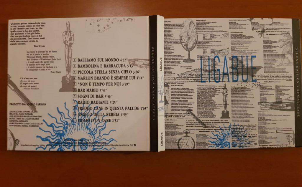 Nella copertina dell'album Ligabue, oltre ad esserci aprti dei testi delle canzoni in esso contenute (come Balliamo sul mondo), troviamo citazioni di molti autori famosi.