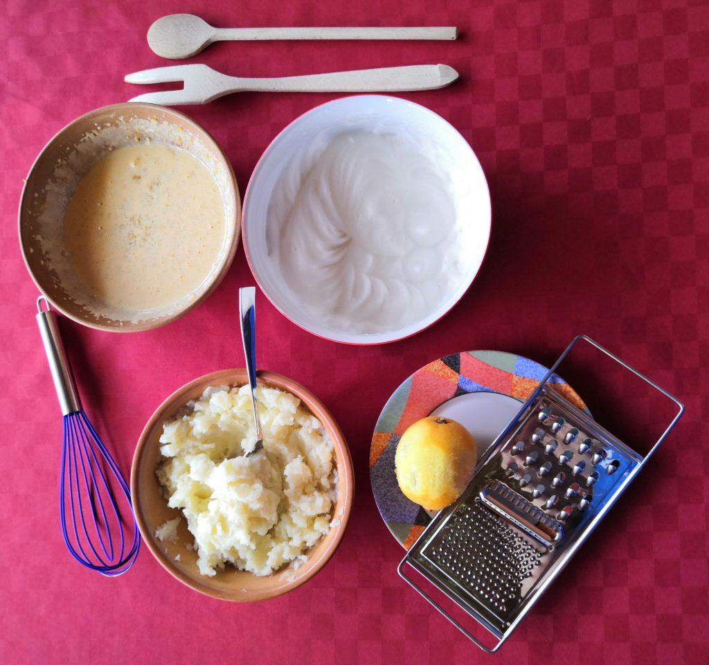 Esistono anche ricette con patate per fare dolci! Per esempio unendo delle patate schiacciate a zucchero e uova si può ottenere un'ottima torta.