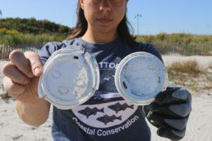 Sono numerosi i progetti e le iniziative per la raccolta di plastica in mare e sulla spiaggia