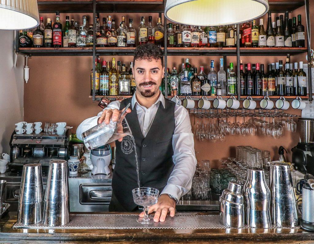 Ugo Acampora, barman del drink a tema cinema Lo Smeraldo