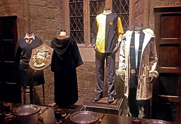 Costumi di scena della casata Tassorosso all'interno dei Warner Bros. Studios di Londra