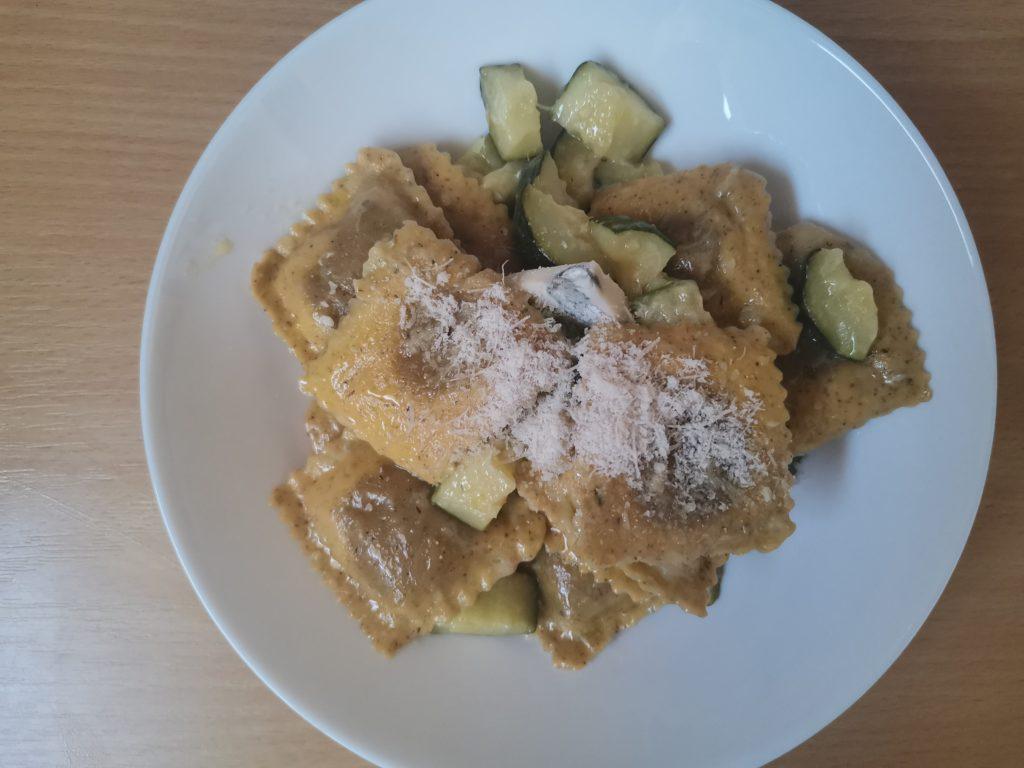 Questa è una foto dei ravioli conditi con gorgonzola e zucchine. Le nostre ricette senza glutine sono prelibatezze!