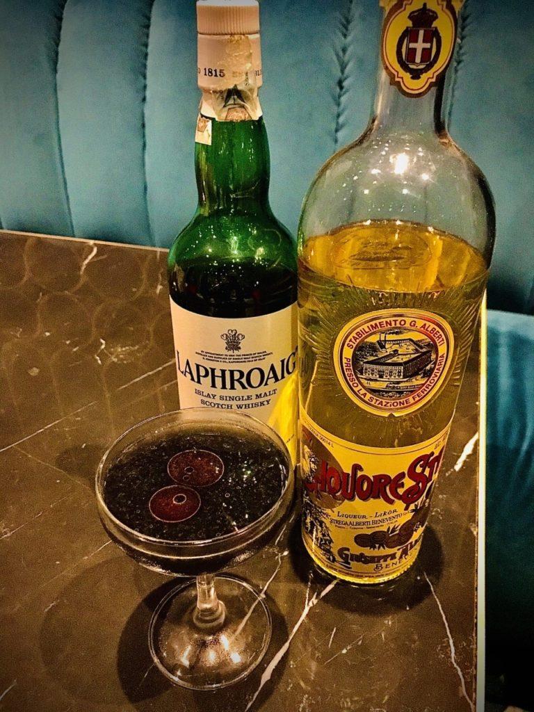 Black dog – Un drink ispirato a Sherlock Holmes e il mastino di Baskerville