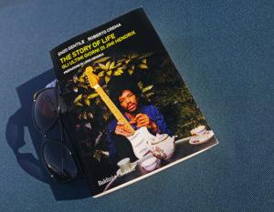 La copertina del libro The story of life - Gli ultimi giorni di Jimi Hendrix, in cui si parla degli ultimi momenti di vita del grande chitarrista