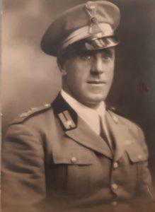 Ritratto del Maggiore Filiberto Cardenti, uno dei deportati da Genova, in tenuta ufficiale.