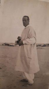 Il Maggiore Cardenti durante una missione nell'allora Tripolitania. La sua è una delle storie dei deportati da Genova durante la Seconda guerra mondiale
