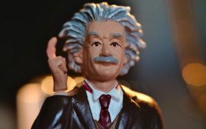 Albert Einstein, protagonista della copertina di questo articolo sul pregiudizio di genialità e altri stereotipi legati al genere