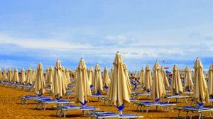 estate covid 2021 - ombrelloni in spiaggia
