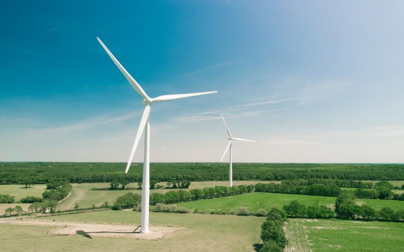 Pale eoliche a Bourgneuf-en-Retz , Francia, uno dei simboli per eccellenza delle energie rinnovabili