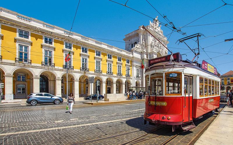 vacanze settembre - I tram storici del Portogallo